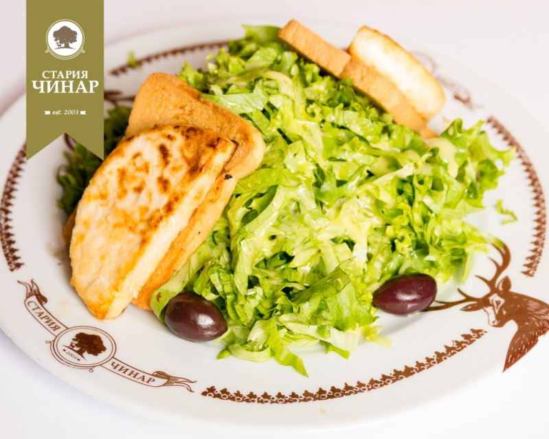Lettuce with grilled goat cheese