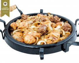 Hotplate  with chicken filets,veal sausage,porchini mushrooms and crispy onions